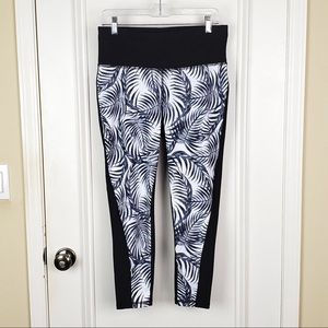 Xersion   Leaf Print Fitted Yoga Leggings Size L